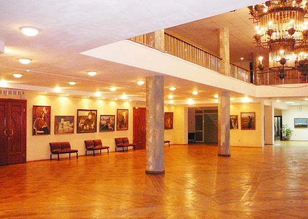 """В 2004 году филармония Тольятти обретает здание с концертным залом в Центральном районе города (бывший ДК  """"Юбилейный)."""